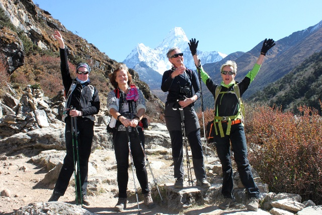 Lyckliga kvinnor på väg mot sitt berg!