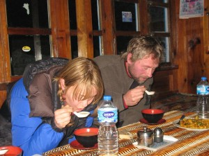Emma & Mats första Nepalesiska vitlökssoppa - Hemligheten bakom en bra acklimatisering!