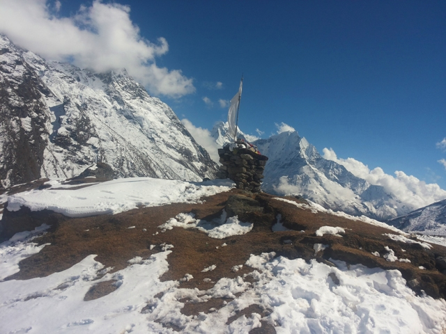 Chorten above Machermo