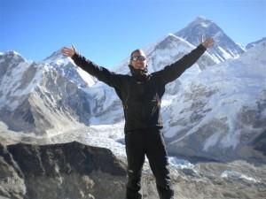 Dan med världens högsta topp bakom sig! Foto:Dan Ekstrom