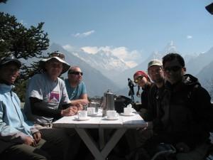 Alla glada och nöjda vid Everest View Hotel: