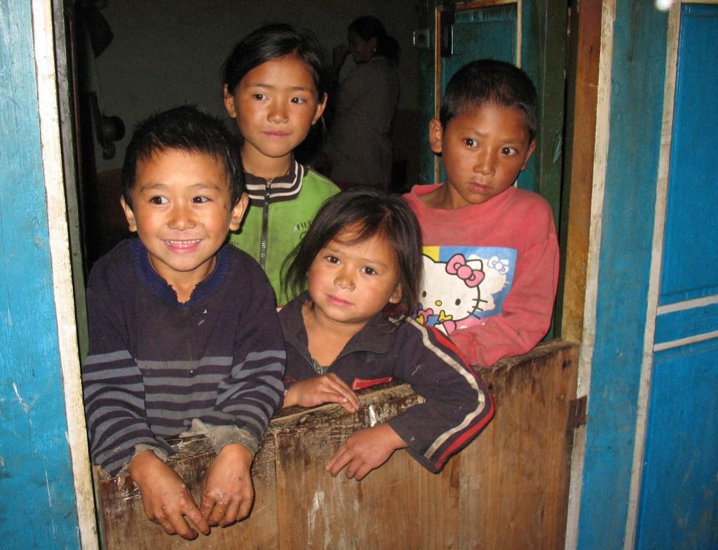 Några av de goa barnen i Thade