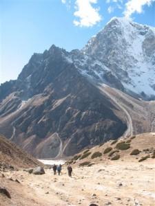Vi borjar narma oss Thukla, omringade av 6000-7000 metersberg
