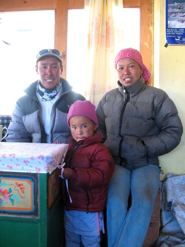 Mingma med fru och dotter