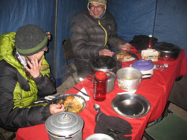 Middag i mässtältet, Island Peak BC