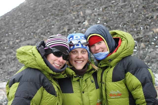 Tre glada och laddade tjejer i High Camp - Jenny Emelie och Ina