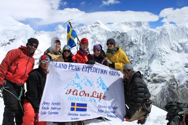 Hela ganget pa toppen: Saran, Mingma, Emelie, Jenny, Ina, Christina, Andreas & Nima Tendu