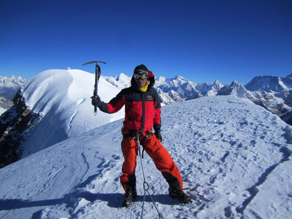Dorje på toppen av Mera Peak