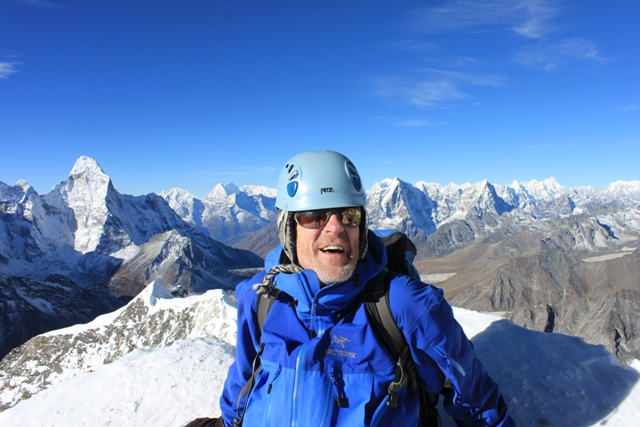 Per Gunnar pa toppen av Island Peak!