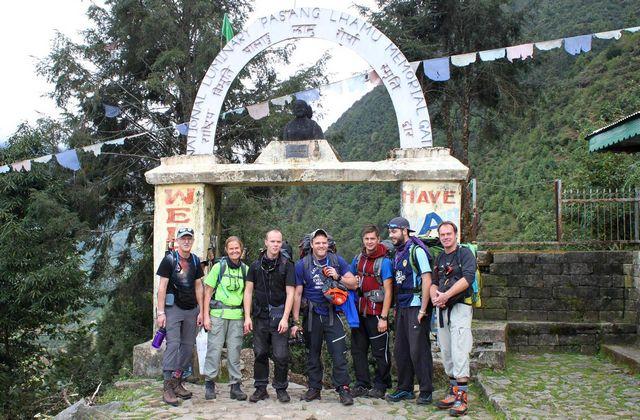 Så börjar vår vandring! Jan, Kia, Niclas, Fredrik, Fredrik, Zulu & Janne