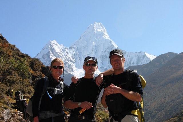 Kia, Janne och Niklas i Ama's famn