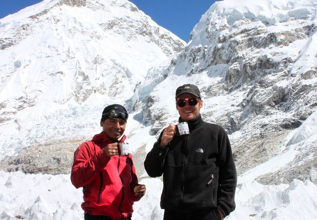 Island Peak Coffee Expedition 2011!!  Bakom Saran det ökända Khumbu Icefall