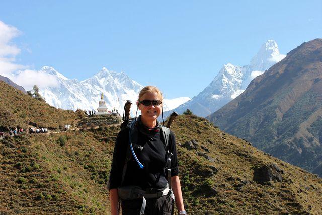 Kia framför Everest, Lhotse och Ama Dablam