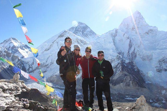 Niclas, Kia, Fredrik & Niklas framför världens högsta berg!