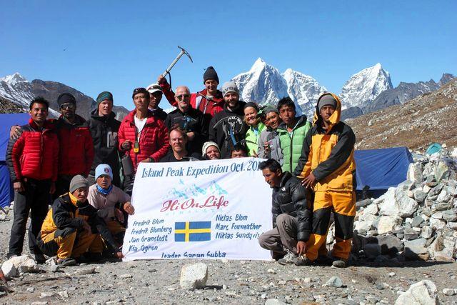 Hela expeditionen - förutom Nima som står bakom kameran.