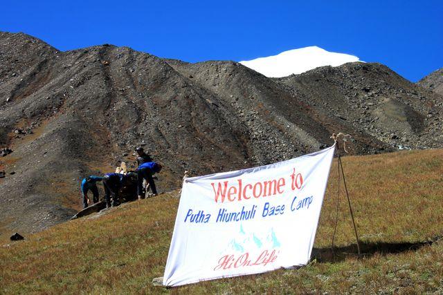 Välkommen till Putha Hiunchuli Base Camp!