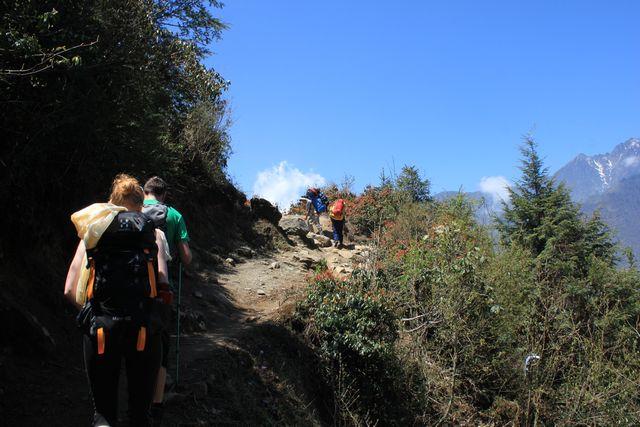 Vacker vandring öster om Lukla