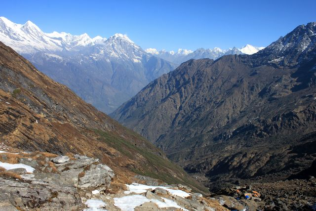 Längt där nere ligger Zatra La High Camp som vi lämnade i morse