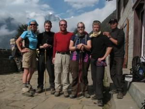 Välbehållna i Lukla efter 18 dagars klätterexpedition - Bra kämpat!!