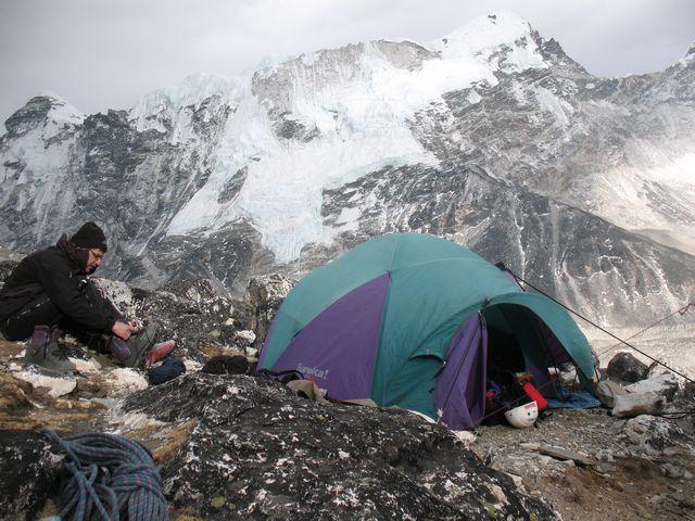 Laddar inför morgondagens bestigning av Island Peak