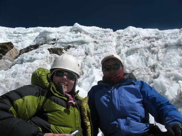 Kicki och Hi On Life's klättersherpa Nima Tendu Sherpa