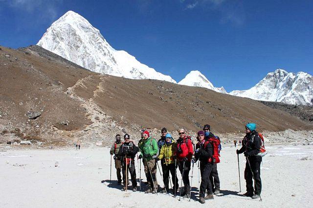 Everest Base Camp Trek - Gruppen i Gorak Shep!