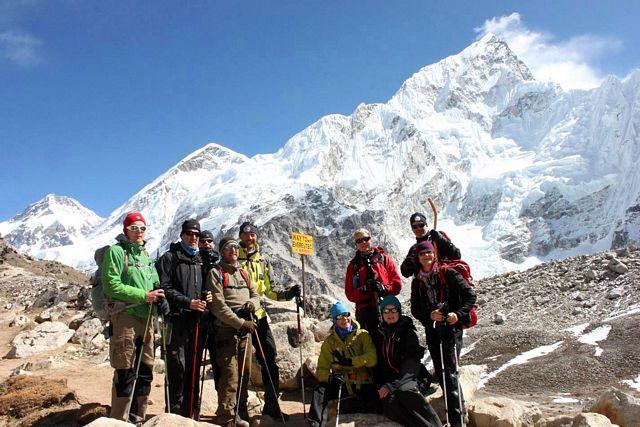 Hela gruppen redo för att gå ut till Mount Everest BC!