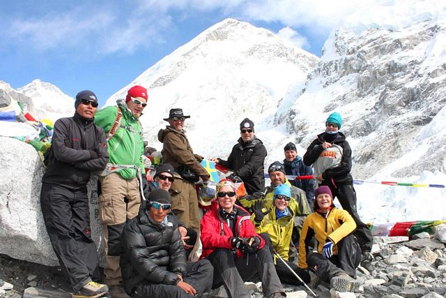 Hela gruppen samlad i Everest BC