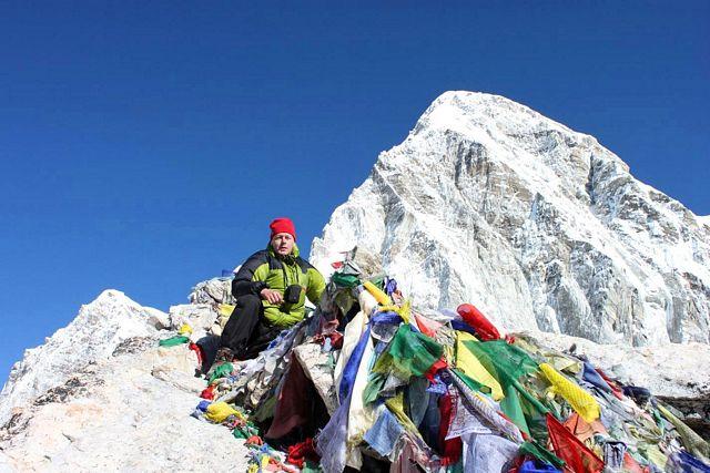 Joakim på toppen av Kala Pathar!  Toppen han lämnade ogjord förra hösten.