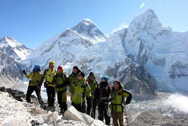 Det verkar som om gruppen har siktat in sig på Pumori...  Var det inte Island Peak de skulle klättra??