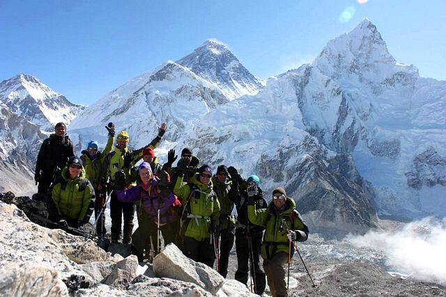Hi On Life framför världens högsta berg - Mount Everest 8 848 möh!