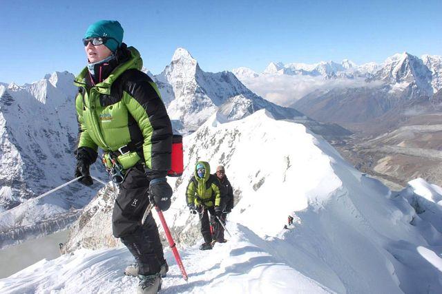 Carina på väg upp på en 6000+ topp i Himalaya!