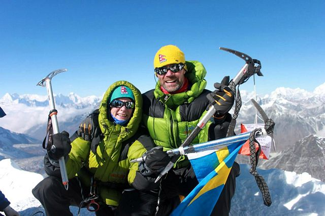 Stella & Staffan på toppen av Island Peak 6 189 möh