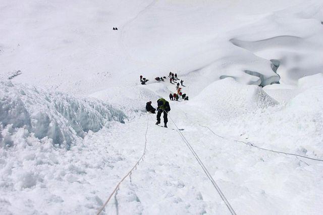 Tack och lov går det mycket fortare att repellera ner än att klättra upp!