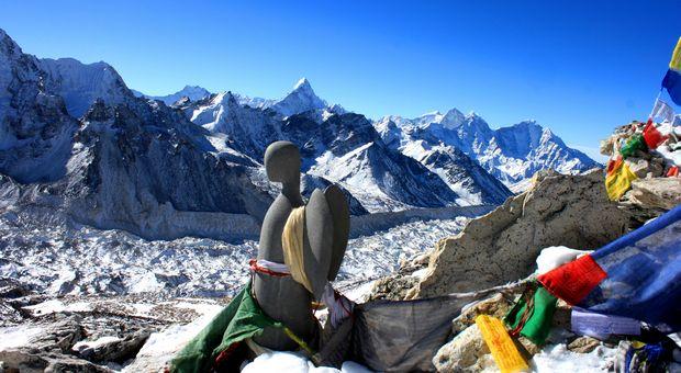 """Den svenska ängeln från """"United Hope"""" blickar ut över Himalaya"""