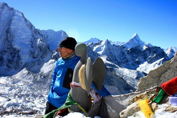 Anders och United Hope blickar ut mot Mount Everest